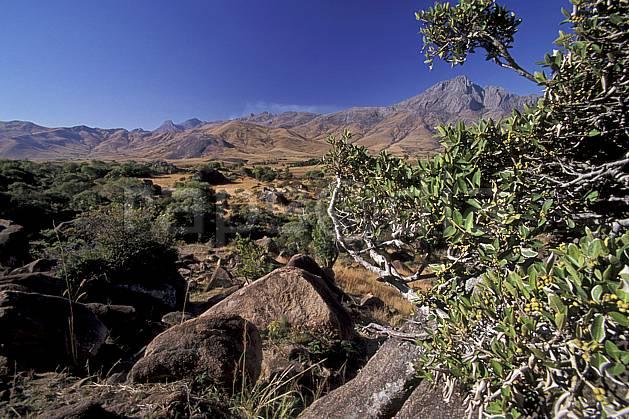 ea2245-22LE : Vallée du Tsaranoro.  Afrique, Afrique de l'est, ciel bleu, C02, C01 paysage, voyage aventure (Madagascar).