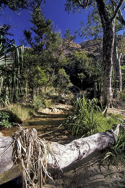ea2255-13LE : Parc National de l'Isalo, le canyon des singes.  Afrique, Afrique de l'est, ciel bleu, C02, C01 paysage, rivière, voyage aventure (Madagascar).
