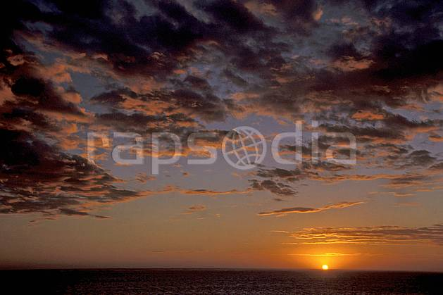 ea2265-32LE : Tsifota.  Afrique, Afrique de l'est, ciel nuageux, coucher de soleil, C02, C01 paysage, soleil, voyage aventure (Madagascar).