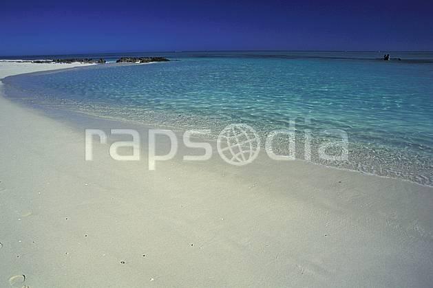 ea2267-16LE : Plage malgache, Côte ouest.  Afrique, Afrique de l'est, littoral, ciel bleu, plage, C02, C01 paysage, voyage aventure, mer (Madagascar).