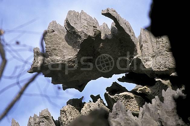 ea2272-11LE : Les Tsingy de Bemaraha.  Afrique, Afrique de l'est, ciel bleu, tsingy, érosion, C02, C01 paysage, voyage aventure (Madagascar).
