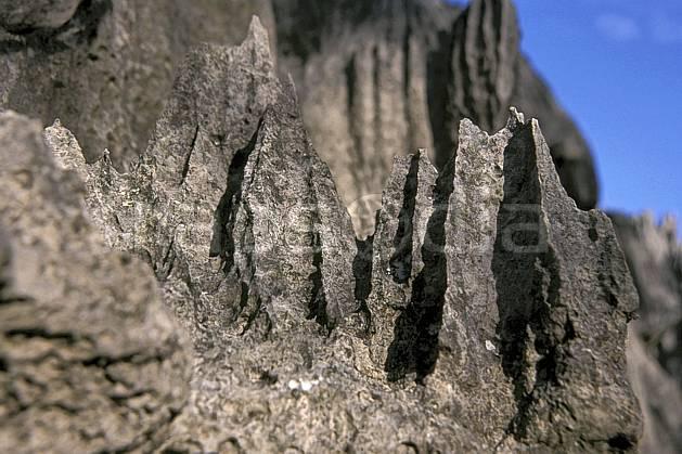 ea2272-32LE : Les Tsingy de Bemaraha.  Afrique, Afrique de l'est, ciel bleu, tsingy, érosion, C02, C01 paysage, voyage aventure (Madagascar).