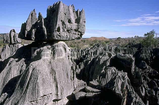 ea2273-29LE : Les Tsingy de Bemaraha.  Afrique, Afrique de l'est, ciel bleu, tsingy, érosion, C02, C01 paysage, voyage aventure (Madagascar).