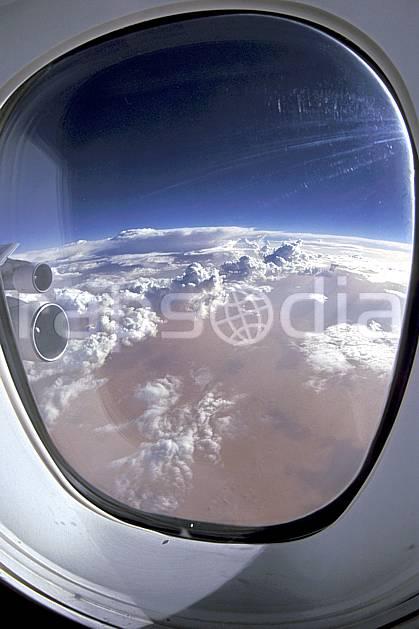 ea2280-31LE : Vol au dessus de Madagascar.  Afrique, Afrique de l'est, avion, ciel nuageux, vue aérienne, C02, C01 nuage, paysage, voyage aventure (Madagascar).