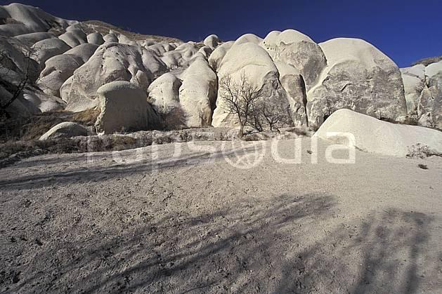 ea2650-37LE : Anatolie Centrale, Cappadoce.  Europe, ciel bleu, érosion, C02, C01 désert, paysage, voyage aventure (Turquie).