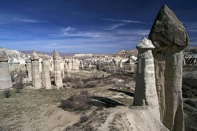 ea2655-03LE : Anatolie Centrale, Cappadoce.  Europe, pic, ciel nuageux, érosion, C02, C01 désert, paysage, voyage aventure (Turquie).
