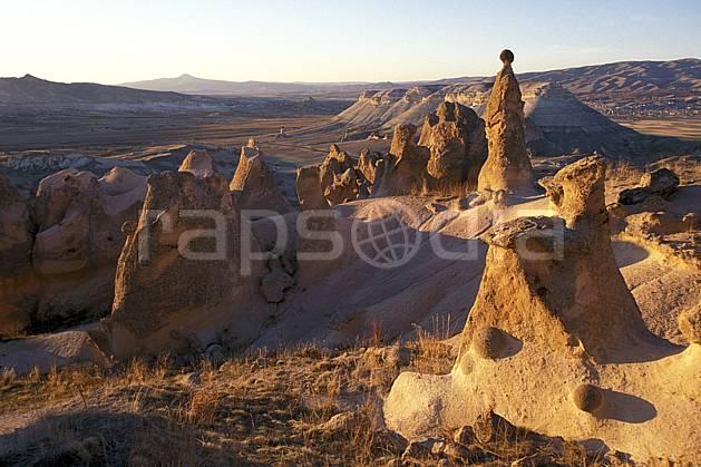 ea2658-17LE : Anatolie Centrale, Cappadoce.  Europe, ciel voilé, érosion, C02, C01 désert, paysage, voyage aventure (Turquie).