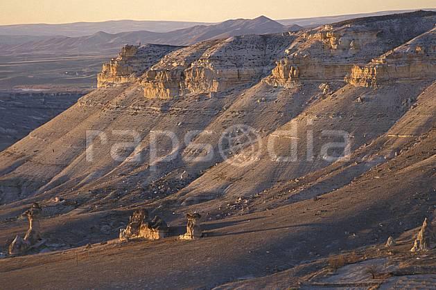 ea2658-22LE : Anatolie Centrale, Cappadoce.  Europe, ciel voilé, érosion, C02, C01 désert, paysage, voyage aventure (Turquie).