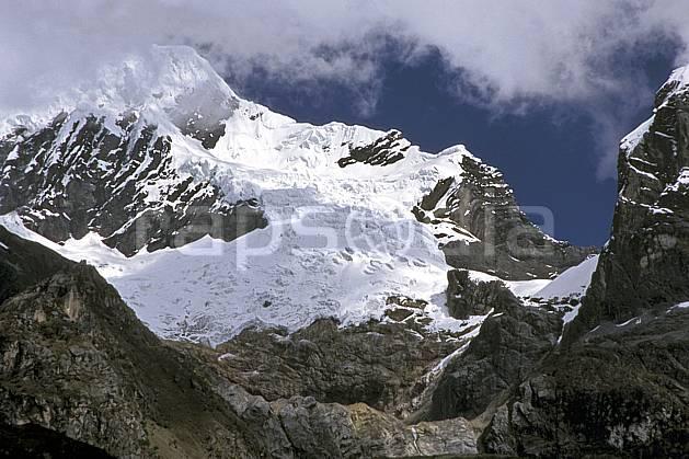 ea2720-28LE : Trek autour du Huantsan, Le Huantsan, 6 395 m.  Amérique du sud, Amérique Latine, ciel bleu, glacier, C02, C01 paysage, voyage aventure (Pérou).