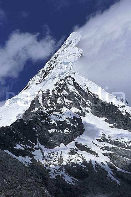 ea2726-30LE : Cordillère Blanche.  Amérique du sud, Amérique Latine, ciel nuageux, C02, C01 nuage, paysage, voyage aventure (Pérou).