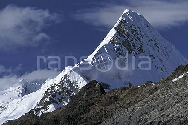 ea2728-24LE : Cordillère Blanche.  Amérique du sud, Amérique Latine, ciel nuageux, falaise, C02, C01 paysage, voyage aventure (Pérou).