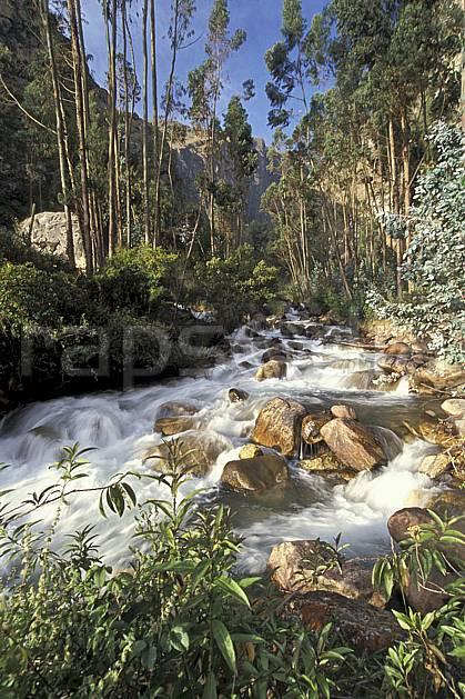 ea2734-03LE : Huaripampa, Quebrada Santa Cruz.  Amérique du sud, Amérique Latine, bambou, C02, C01 paysage, rivière, voyage aventure (Pérou).