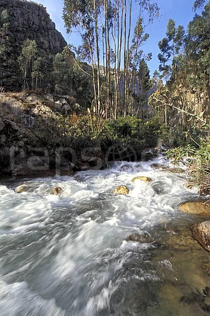 ea2734-04LE : Huaripampa, Quebrada Santa Cruz.  Amérique du sud, Amérique Latine, bambou, C02, C01 paysage, rivière, voyage aventure (Pérou).
