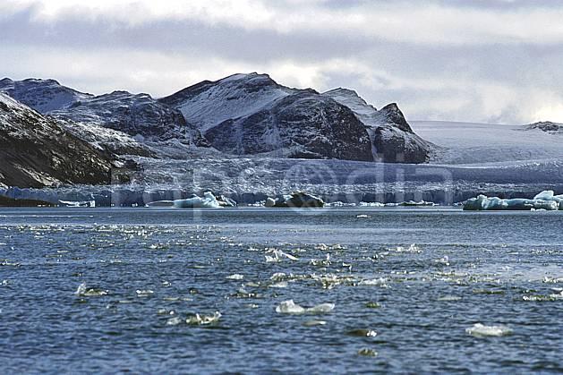 ea2759-35LE : Svalbard, Kongsfjorden, Glacier de Blomstrand.  Europe, CEE, littoral, ciel nuageux, iceberg, C02, C01 paysage, voyage aventure, mer (Norvège).
