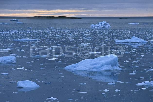 ea2764-34LE : Svalbard, Ile du Spitzberg, Magdalenefjorden.  Europe, CEE, ciel nuageux, iceberg, C02, C01 paysage, voyage aventure, mer (Norvège).