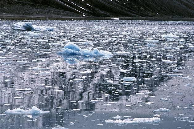 ea2765-04LE : Svalbard, Ile du Spitzberg, Magdalenefjorden.  Europe, CEE, iceberg, C02, C01 paysage, voyage aventure, mer (Norvège).