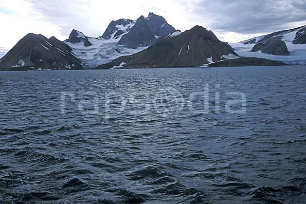 ea2784-03LE : Svalbard, Ile du Spitzberg, Fjord de Hornsund (S).  Europe, CEE, littoral, ciel nuageux, glacier, C02, C01 paysage, voyage aventure, mer (Norvège).