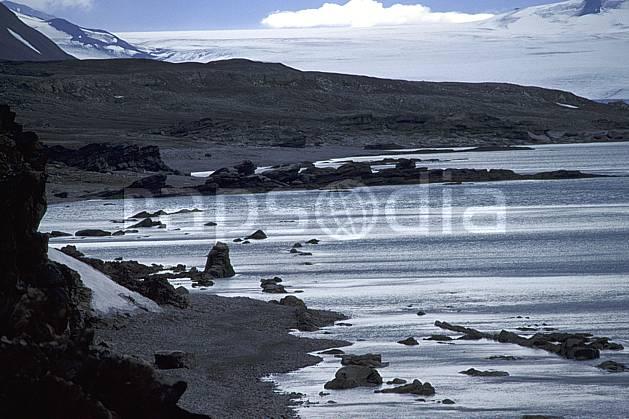 ea2784-14LE : Svalbard, Ile du Spitzberg, Fjord de Hornsund, Treskelodden (S).  Europe, CEE, littoral, ciel nuageux, plage, C02, C01 paysage, voyage aventure, mer (Norvège).