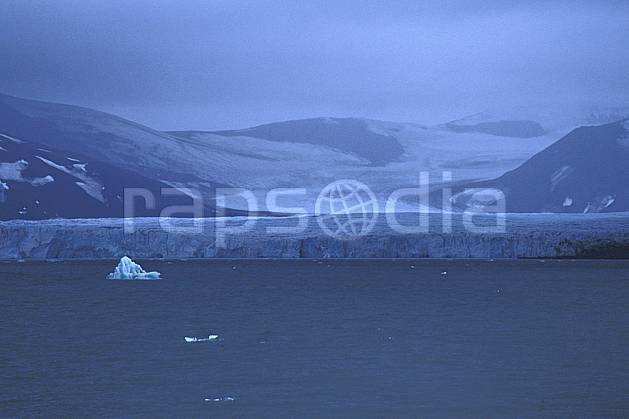 ea2788-29LE : Svalbard, Ile du Spitzberg, Billefjorden.  Europe, CEE, banquise, littoral, ciel nuageux, glacier, iceberg, mauvais temps, C02, C01 nuage, paysage, voyage aventure, mer (Norvège).