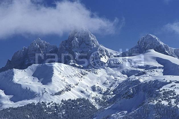ea2937-13LE : Grand Targhee, Grand Teton, Wyoming.  Amérique du nord, ciel bleu, sapin, C02, C01 moyenne montagne, paysage, voyage aventure (Usa).