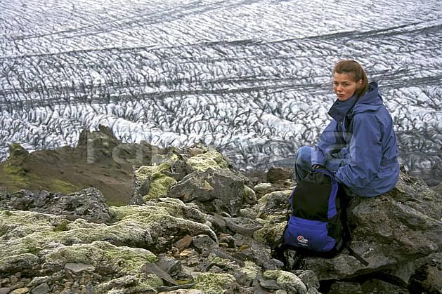 eb1031-10LE : Skaftafell, Le Vatnajökull. trek ONU, OTAN, sport, loisir, action, sport aquatique, glisse, glacier, repos, C02, C01 femme, personnage, voyage aventure (Islande).
