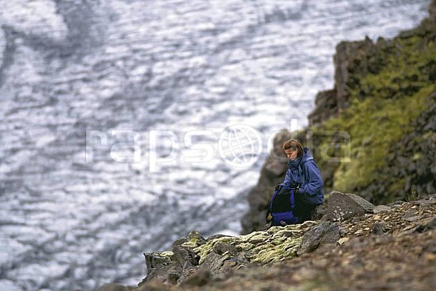 eb1031-17LE : Skaftafell, Le Vatnajökull. trek ONU, OTAN, sport, loisir, action, sport aquatique, glisse, glacier, repos, C02, C01 femme, personnage, voyage aventure (Islande).