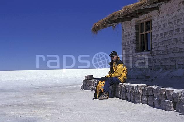 eb1218-02LE : Sud Lipez, Désert de sel. trek Amérique du sud, Amérique Latine, Amérique, sport, loisir, action, sport aquatique, glisse, ciel bleu, désert de sel, repos, C02, C01 désert, environnement, habitation, personnage, voyage aventure (Bolivie).