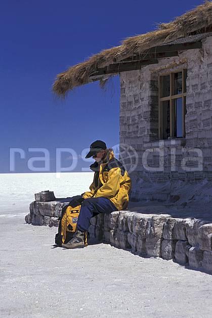 eb1218-03LE : Sud Lipez, Désert de sel. trek Amérique du sud, Amérique Latine, Amérique, sport, loisir, action, sport aquatique, glisse, ciel bleu, désert de sel, repos, C02, C01 désert, environnement, habitation, personnage, voyage aventure (Bolivie).