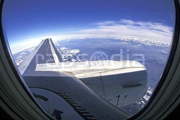 eb2016-35LE : Vue aérienne.  Amérique du nord, ciel bleu, vue aérienne, C02, C01 personnage, transport, voyage aventure (Usa).