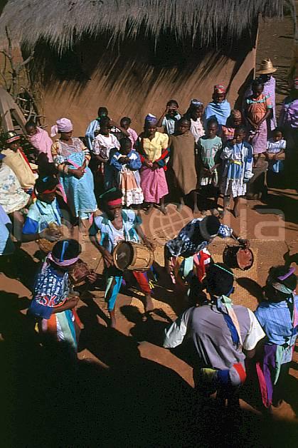 eb2240-27GE vilemaka, fête traditionnelle le joro, andringitra, Africa, East Africa, dance, folklore, environment, group, habitation, people, adventure trip (Madagascar).