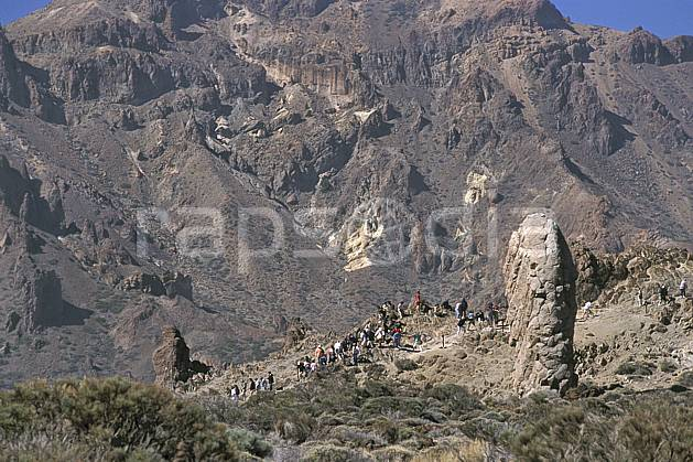 eb2681-09LE : Tenerife, Iles Canaries. trek Europe, CEE, sport, loisir, action, sport aquatique, glisse, sentier, ciel bleu, balade, C02, C01 groupe, personnage, voyage aventure (Canaries).