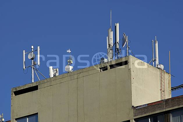 ee054555LE : Antennes de radiocommunication téléphone, Bariloche, Patagonie.  Amérique du sud, Amérique Latine, Amérique, antenne, C02, C01 environnement, habitation, voyage aventure (Argentine).