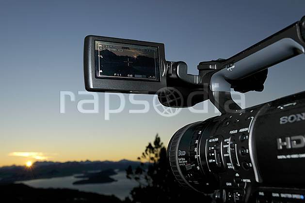 ee054977LE : Caméra numérique, Bariloche, Patagonie.  Amérique du sud, Amérique Latine, Amérique, caméra, coucher de soleil, C02, C01 environnement, matériel, voyage aventure (Argentine).