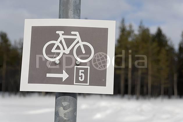 ee061283LE : Panneau indicateur, Laponie. cyclisme Europe, CEE, sport, loisir, action, signalisation, C02, C01 environnement, transport, voyage aventure (Finlande).