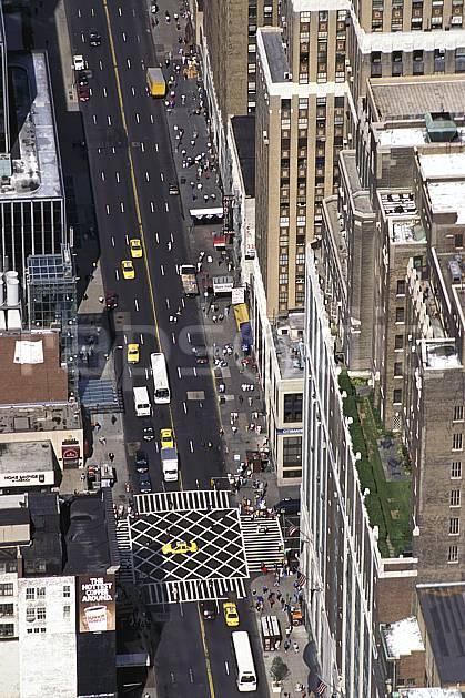 ee0633-32LE : 5ème avenue, Ville de New York.  Amérique du nord, building, immeuble, route, voiture, vue aérienne, C02, C01 environnement, habitation, transport, voyage aventure (Usa).