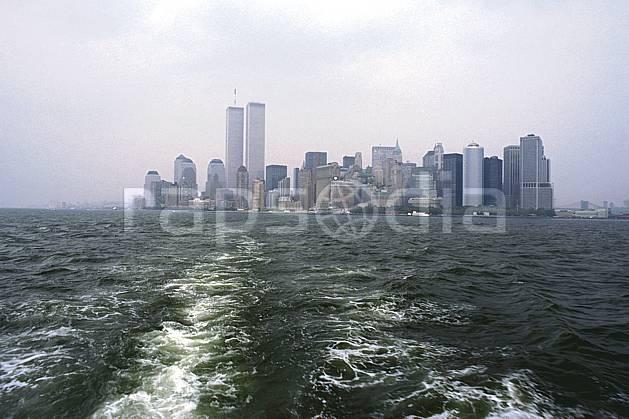 ee0637-23LE : Manhattan, Ville de New York.  Amérique du nord, littoral, building, ciel voilé, immeuble, C02, C01 environnement, habitation, voyage aventure, mer (Usa).