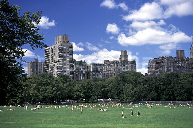 ee0639-04LE : Central Park, Manhattan, Ville de New York.  Amérique du nord, ciel nuageux, herbe, C02, C01 environnement, habitation, voyage aventure (Usa).