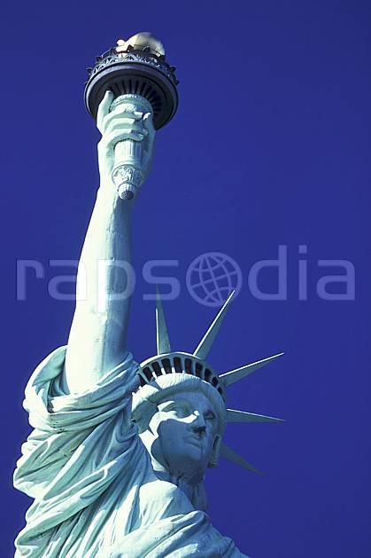 ee0639-27LE : La statue de la liberté, Ellis Island, Ville de New York.  Amérique du nord, ciel bleu, statue, C02 environnement, patrimoine, voyage aventure (Usa).