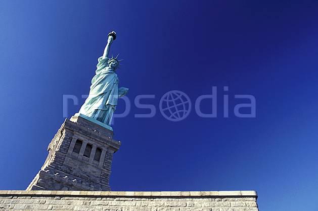 ee0639-31LE : La statue de la liberté, Ellis Island, Ville de New York.  Amérique du nord, ciel bleu, statue, C02 environnement, patrimoine, voyage aventure (Usa).