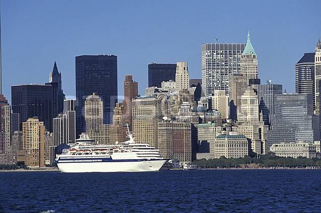 ee0639-35LE : Financial District, Manhattan, Ville de New York.  Amérique du nord, bateau, littoral, building, ciel bleu, immeuble, C02, C01 environnement, habitation, transport, voyage aventure, mer (Usa).