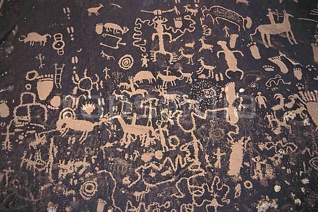 ee0653-06LE : Peintures rupestres, Newspaper Rock, Utah.  Amérique du nord, folklore, parc américain, tradition, C02, C01 environnement, patrimoine, voyage aventure (Usa).