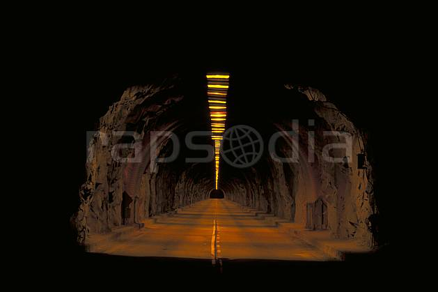 ee0668-30LE : Tunnel routier.  North America, night, light environment, transportation (Usa).
