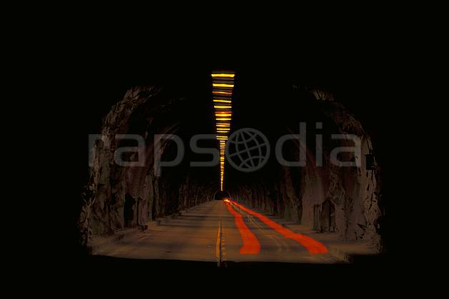ee0668-32LE : Tunnel routier.  North America, night, light environment, transportation (Usa).