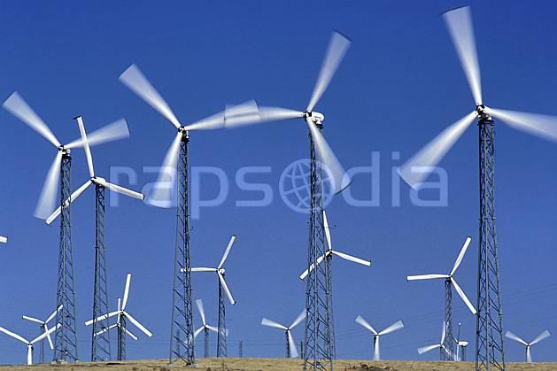 ee0671-35LE : Champ d'Éoliennes près de San Francisco, Californie.  Amérique du nord, ciel bleu, éolienne, C02, C01 environnement, voyage aventure (Usa).