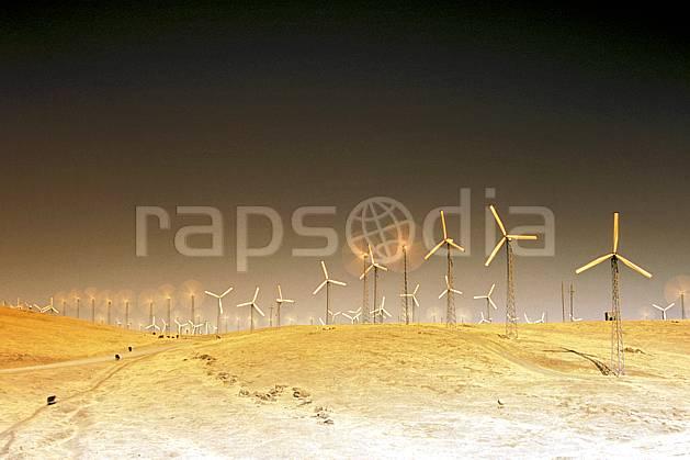 ee0672-01LE : Champ d'Éoliennes près de San Francisco, Californie.  Amérique du nord, éolienne, herbe, C02, C01 environnement, voyage aventure (Usa).