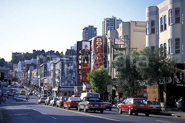 ee0672-21LE : Broadway Street, Ville de San Francisco, Californie.  Amérique du nord, immeuble, route, voiture, building, C02, C01 environnement, habitation, transport, voyage aventure (Usa).
