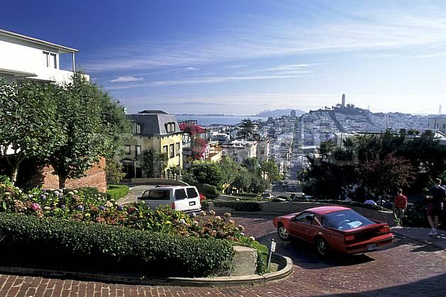 ee0673-03LE : Lombard Street, Ville de San Francisco, Californie.  Amérique du nord, route, voiture, C02, C01 environnement, habitation, paysage, transport, voyage aventure (Usa).