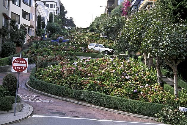 ee0674-19LE : Lombard Street, Ville de San Francisco, Californie.  Amérique du nord, panneau, voiture, C02, C01 environnement, habitation, voyage aventure (Usa).