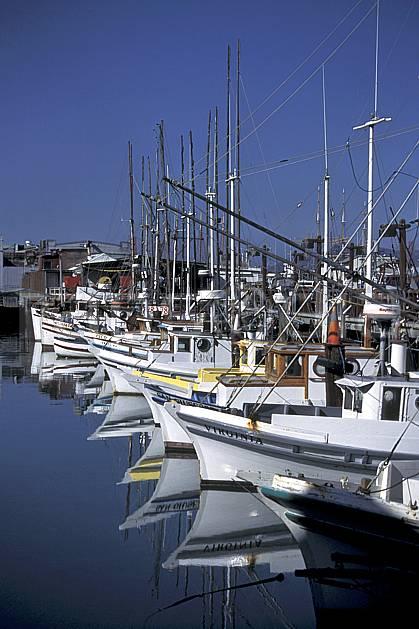 ee0678-35LE : Fischerman's Warf, Pier 39, San Francisco, Californie.  Amérique du nord, bateau, littoral, ciel bleu, C02, C01 environnement, transport, voyage aventure, mer (Usa).
