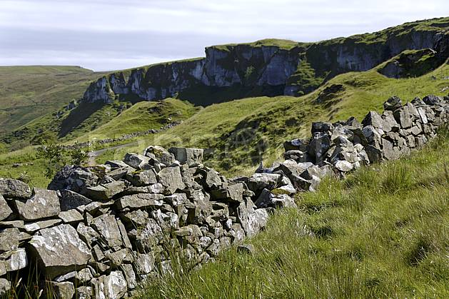 ee071806LE : Mur de pierre, Benmore (Fairhead), Murlough Bay, Ulster (Irlande du Nord).  Europe, EEC, cliff environment, heritage, landscape, adventure trip (Ireland United-Kingdom).
